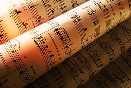 様々な時代の曲を学びましょう