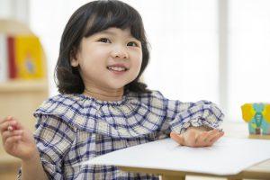 東京・新宿のピアノ教室|東京ルクスピアノ教室|ピアノ講師コラム|子どものためのソルフェージュで音楽を聴いて想像する女の子のイメージ
